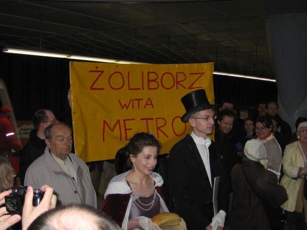Prezydent Wilson i królowa Marysieńka witają metro na Żoliborzu Aleksandra Wysocka