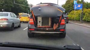"""""""Jedzie w bagażniku i trzyma lodówkę"""""""
